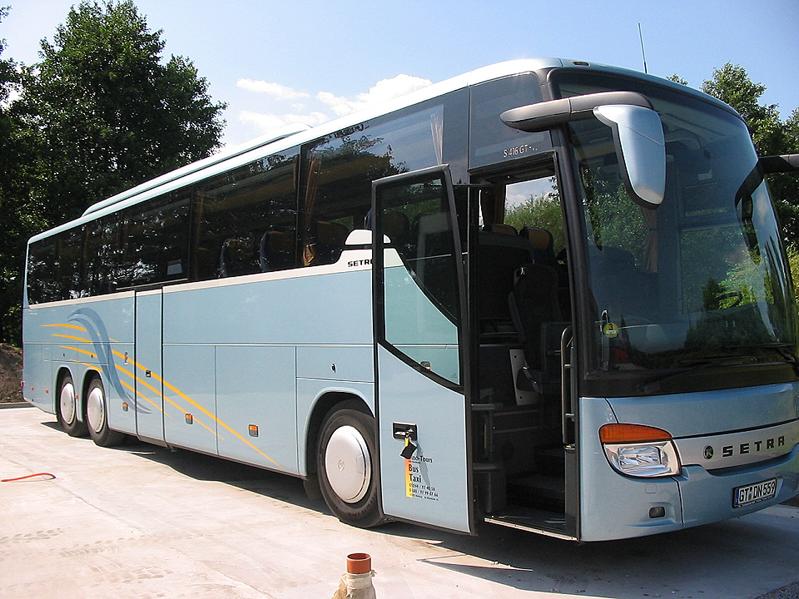 Reisebus mit 48 Sitzplätzen und WC