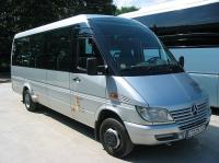 Kleinbus mit 19 Sitzplätzen